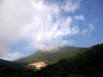 朝の山.jpg